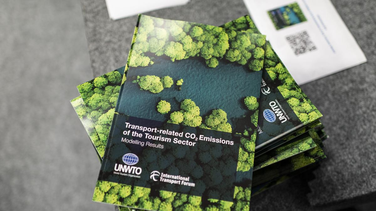 Transport-related CO2 emissions from the tourism sector