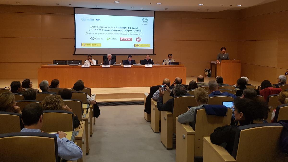 La Organización Mundial del Turismo y la Organización Internacional del Trabajo debaten las condiciones laborales del sector
